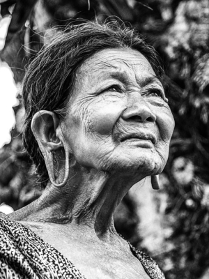 old-woman-vietnam